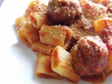 Sunday Pasta Sauce and Meatballs